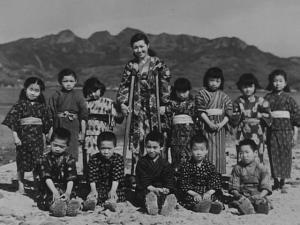 Miss Oishi dan 12 muridnya